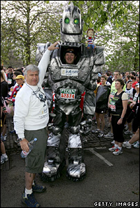 London_Marathon_Lloyd_Scott_Robot